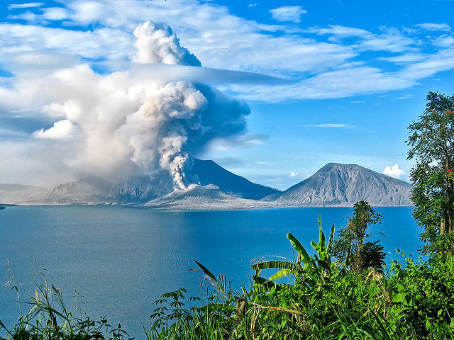 by [RUSTII] on Flickr.Tavurvur Volcano erupting in Rabaul, Papua New Guinea.