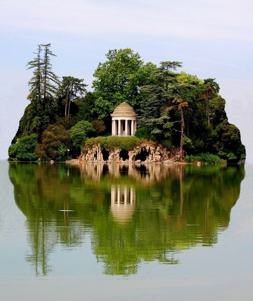 Island, Daumesnil Lake, Paris, France